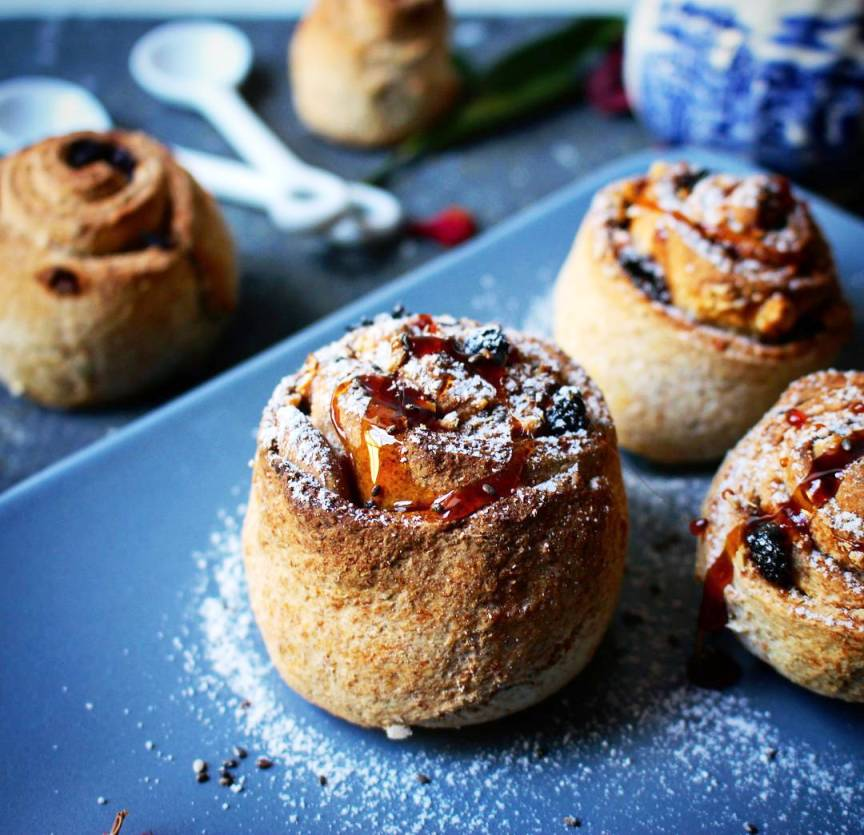Pan dulce rolls with raisins and ground almonds. Let's move on to the recipe